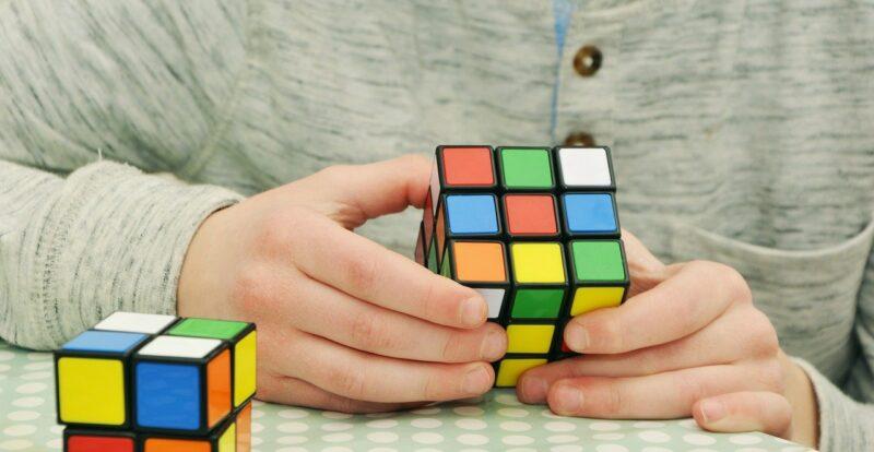 Magic Cube Patience Tricky Hobby  - congerdesign / Pixabay